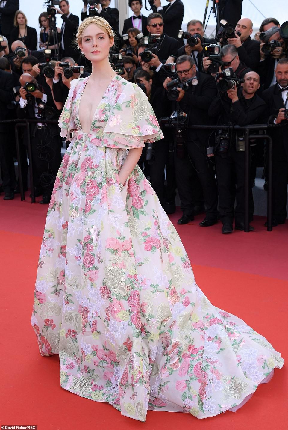 Thảm đỏ Cannes ngày 2: Thiên thần Victorias Secret suýt lộ hàng, Phạm Băng Băng Thái Lan xinh như tiên tử - Ảnh 16.