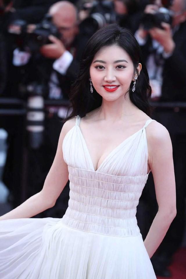 Thảm đỏ Cannes ngày 2: Thiên thần Victorias Secret suýt lộ hàng, Phạm Băng Băng Thái Lan xinh như tiên tử - Ảnh 25.