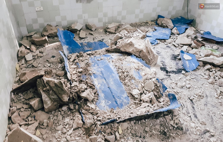 Mùi hôi nồng nặc bên trong căn nhà nơi phát hiện 2 khối bê tông chứa thi thể người ở Bình Dương - Ảnh 9.
