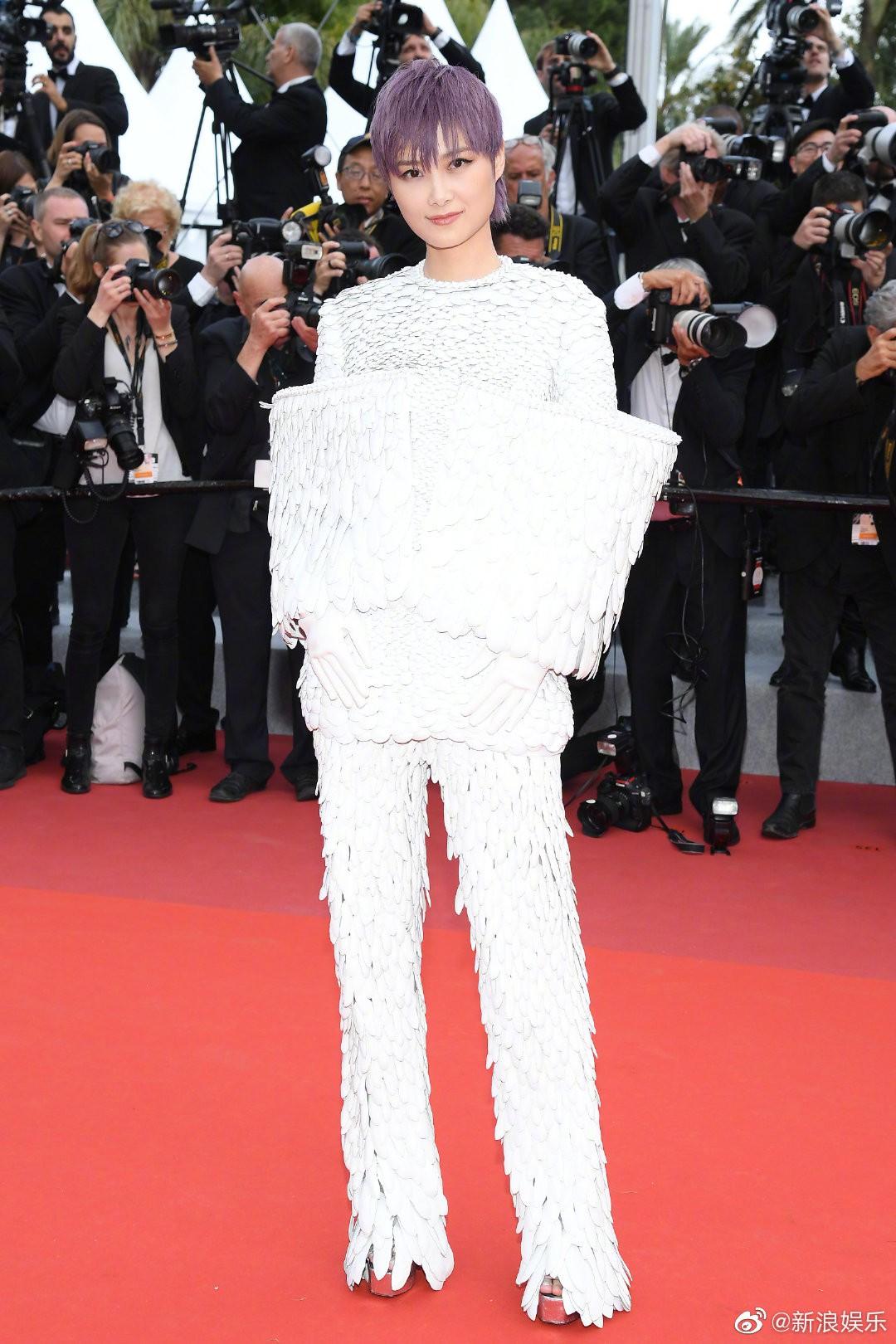 Thảm đỏ Cannes ngày 2: Thiên thần Victorias Secret suýt lộ hàng, Phạm Băng Băng Thái Lan xinh như tiên tử - Ảnh 27.