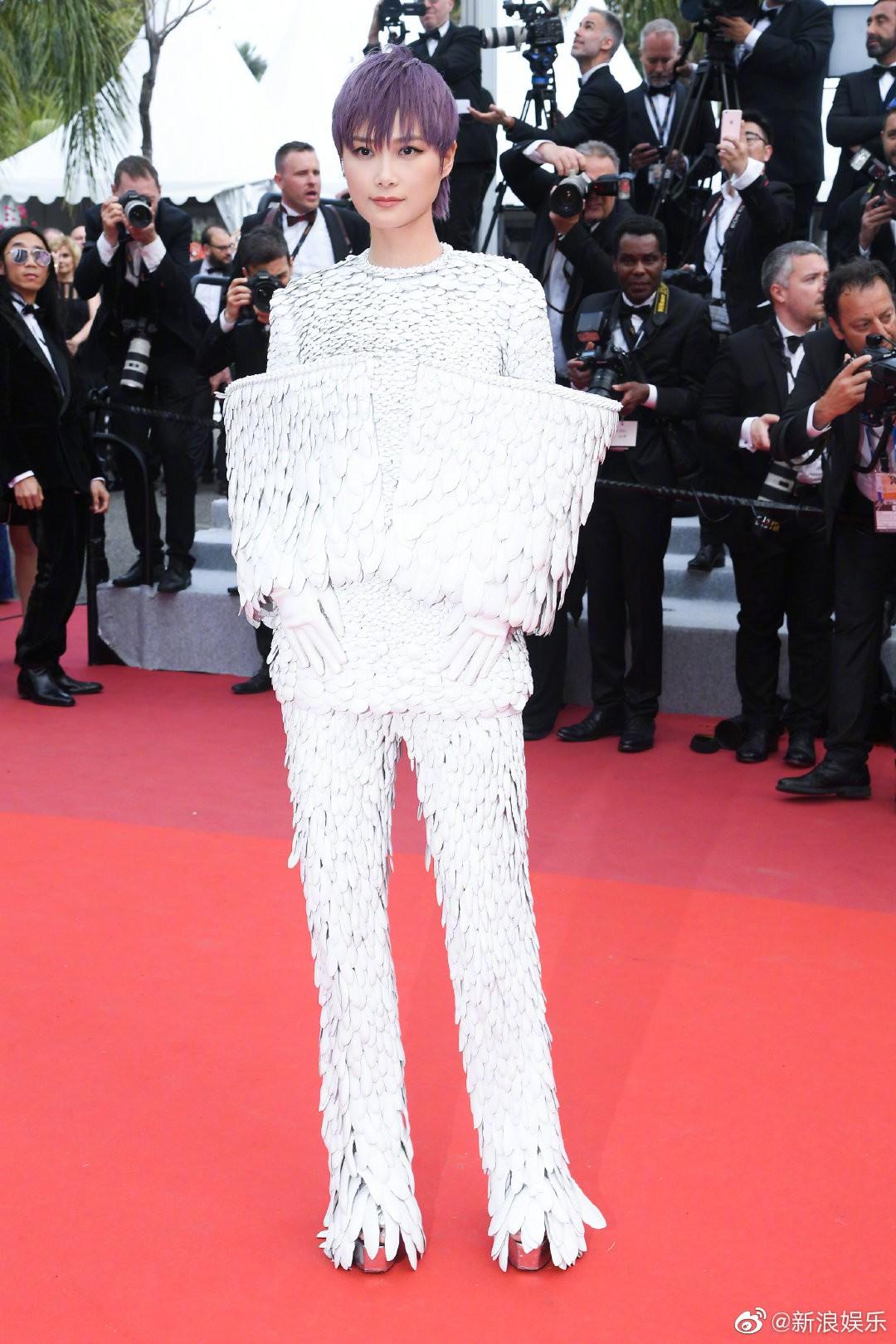 Thảm đỏ Cannes ngày 2: Thiên thần Victorias Secret suýt lộ hàng, Phạm Băng Băng Thái Lan xinh như tiên tử - Ảnh 28.