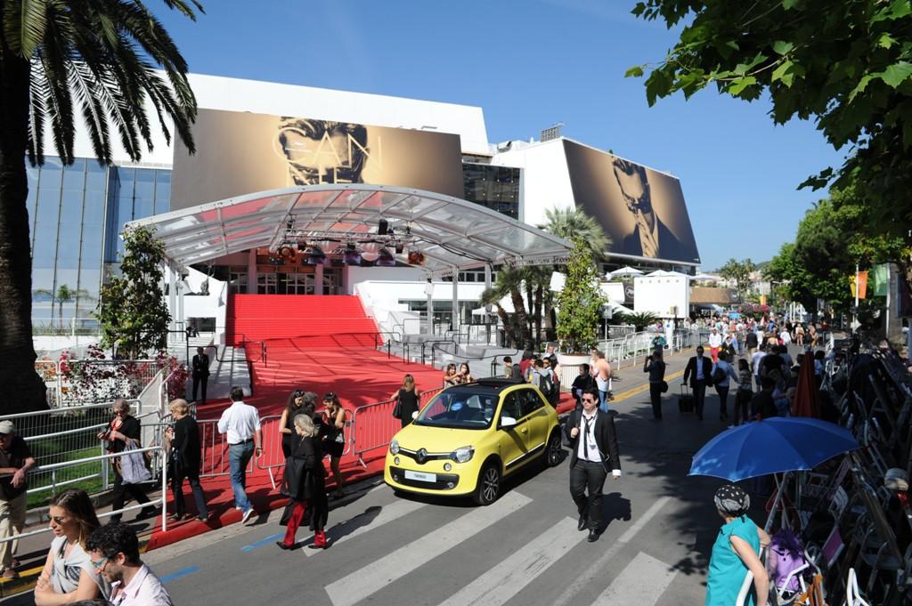 Vì sao ngày càng có nhiều mỹ nhân vô danh, hotgirl Weibo xuất hiện ồ ạt tại thảm đỏ LHP Cannes? - Ảnh 3.