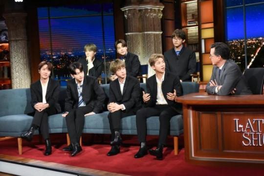 Hóa thân The Beatles trên talkshow nổi tiếng nước Mỹ, BTS còn là boygroup đầu tiên làm được điều này sau... 55 năm! - Ảnh 2.