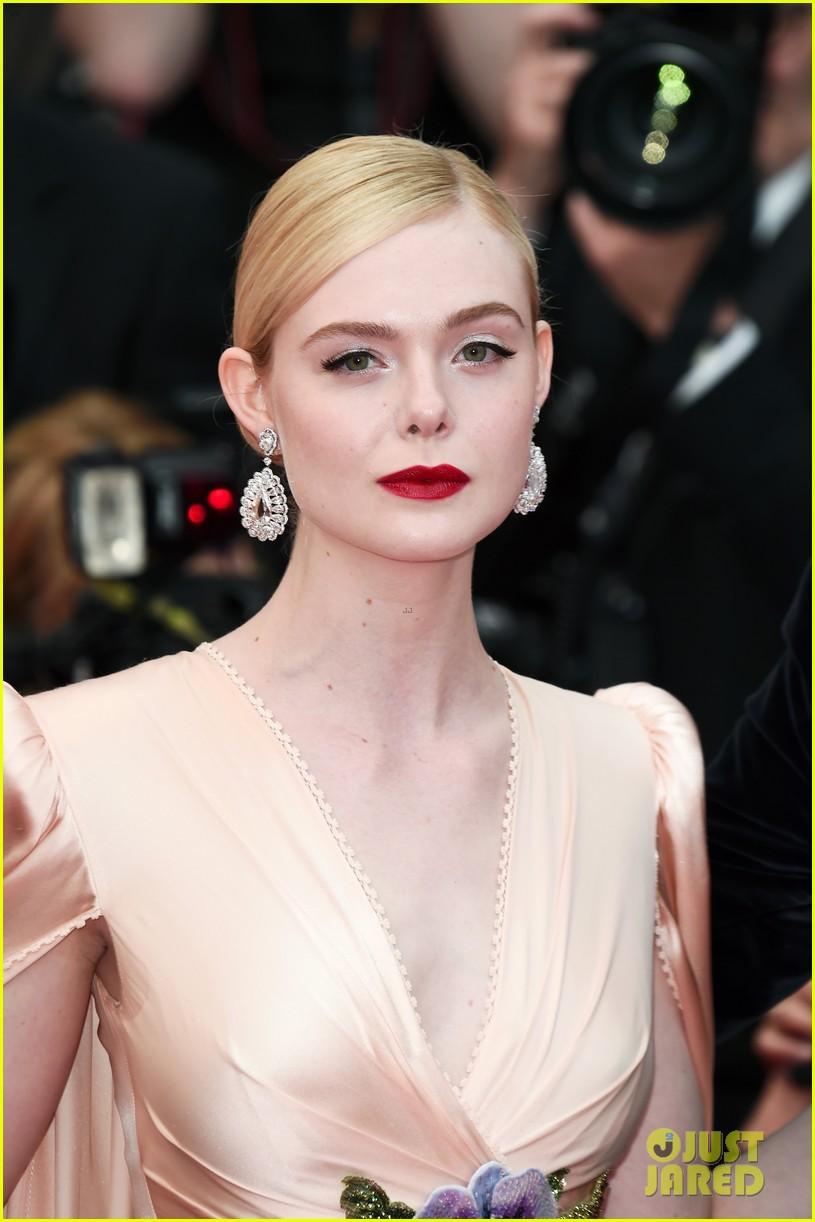 Giữa loạt mỹ nhân sexy ngồn ngộn tại Cannes 2019, có một nàng công chúa cổ tích đẹp nao lòng bước ra đời thực - Ảnh 14.