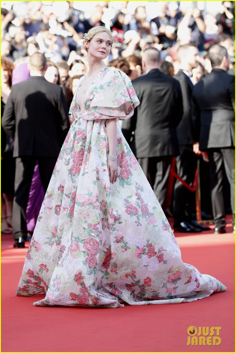 Giữa loạt mỹ nhân sexy ngồn ngộn tại Cannes 2019, có một nàng công chúa cổ tích đẹp nao lòng bước ra đời thực - Ảnh 1.