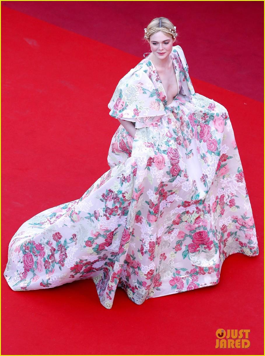 Giữa loạt mỹ nhân sexy ngồn ngộn tại Cannes 2019, có một nàng công chúa cổ tích đẹp nao lòng bước ra đời thực - Ảnh 2.