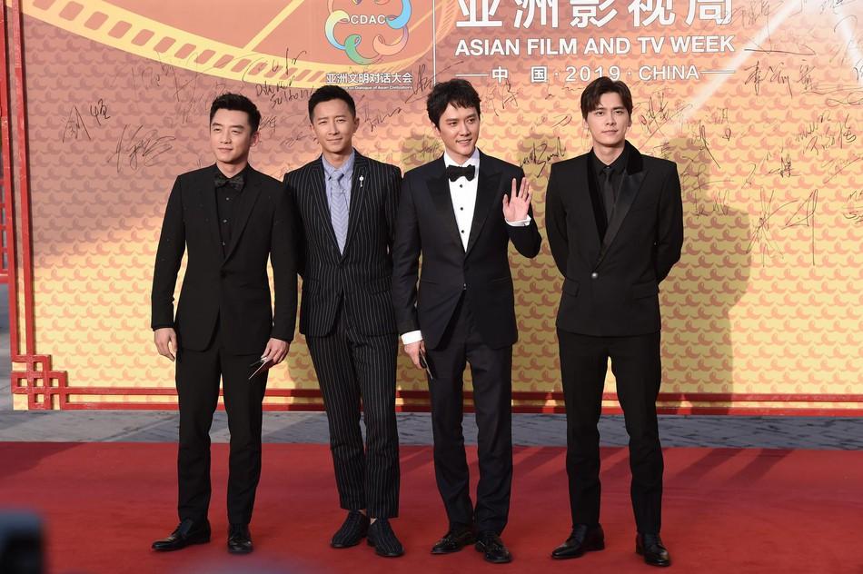 Sự kiện khủng Cbiz: Dương Mịch cạnh tranh nhan sắc khốc liệt với đàn em, Huỳnh Hiểu Minh gây bất ngờ với diện mạo cực trẻ - Ảnh 14.