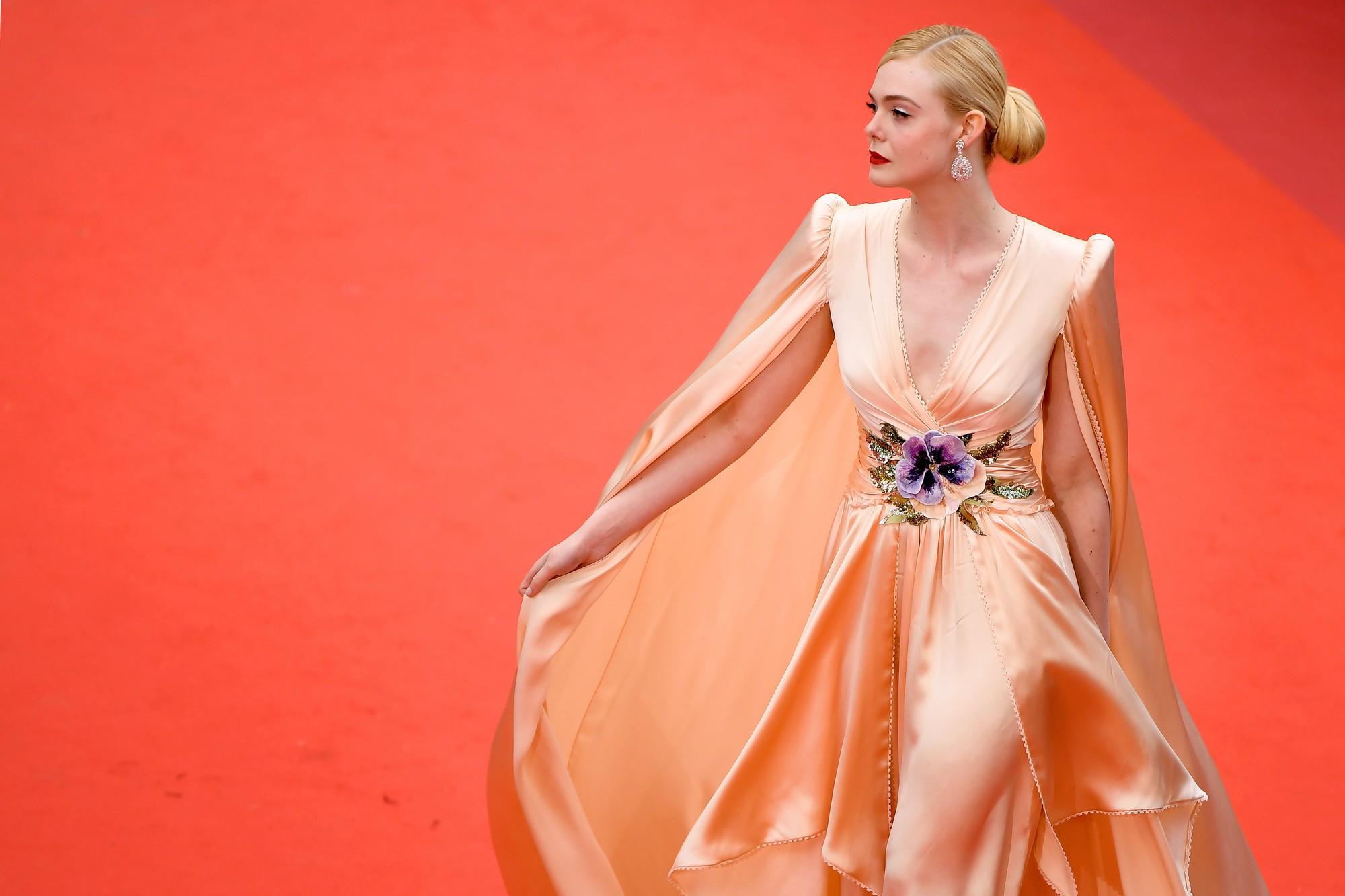 Giữa loạt mỹ nhân sexy ngồn ngộn tại Cannes 2019, có một nàng công chúa cổ tích đẹp nao lòng bước ra đời thực - Ảnh 13.