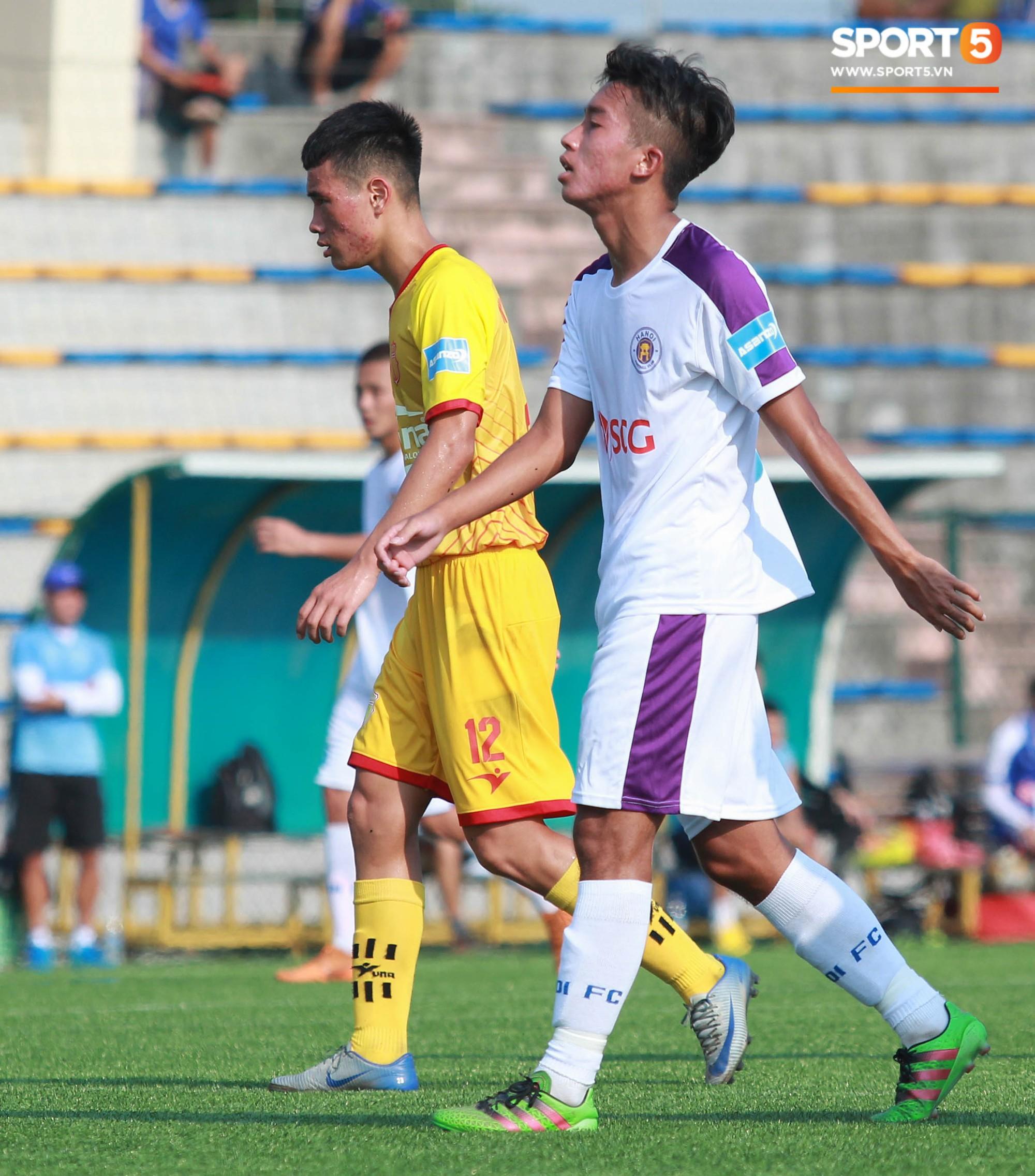 Thi đấu đầy quyết tâm dưới nhiệt độ gần 50 độ C, đàn em Quang Hải nhận cái kết viên mãn trong trận ra quân tại giải Hạng Nhì QG 2019 - Ảnh 2.