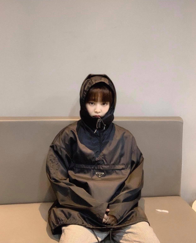 Có nữ idol nào như Jennie: Chẳng thèm giữ gìn hình tượng, toàn đăng ảnh tạo dáng khó hiểu tặng meme cho fan chế - Ảnh 3.