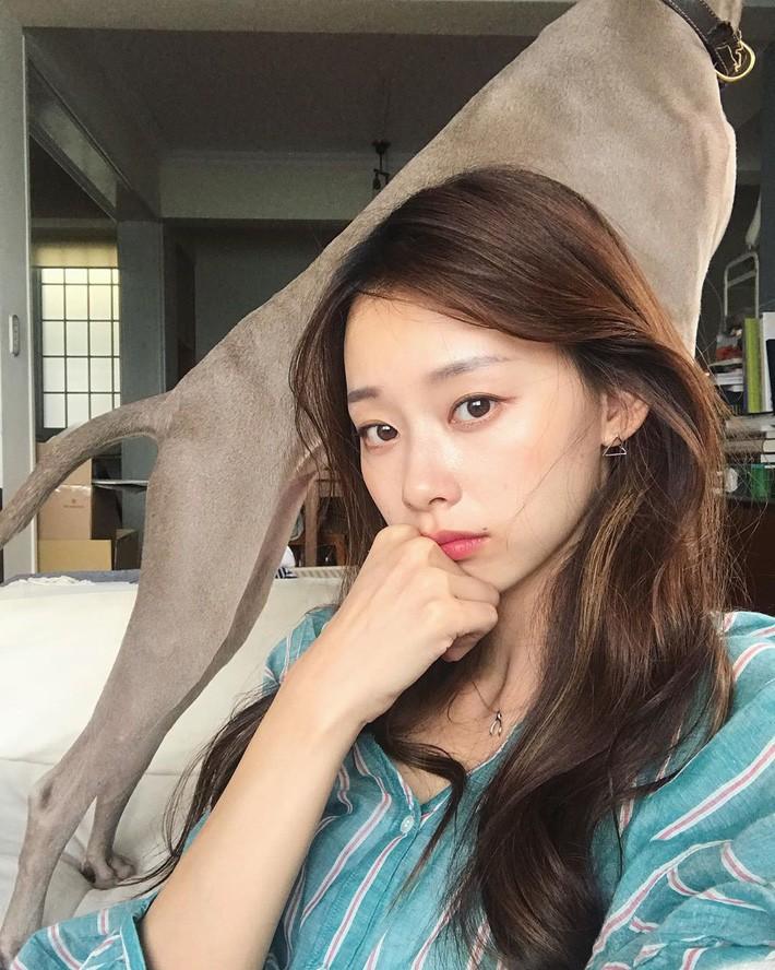 """Nếu mệt mỏi khi dưỡng da 10 bước kiểu Hàn, có lẽ nàng da dầu sẽ thấy """"chân lý"""" nhờ chu trình tối giản chỉ dăm ba bước cơ bản - Ảnh 1."""