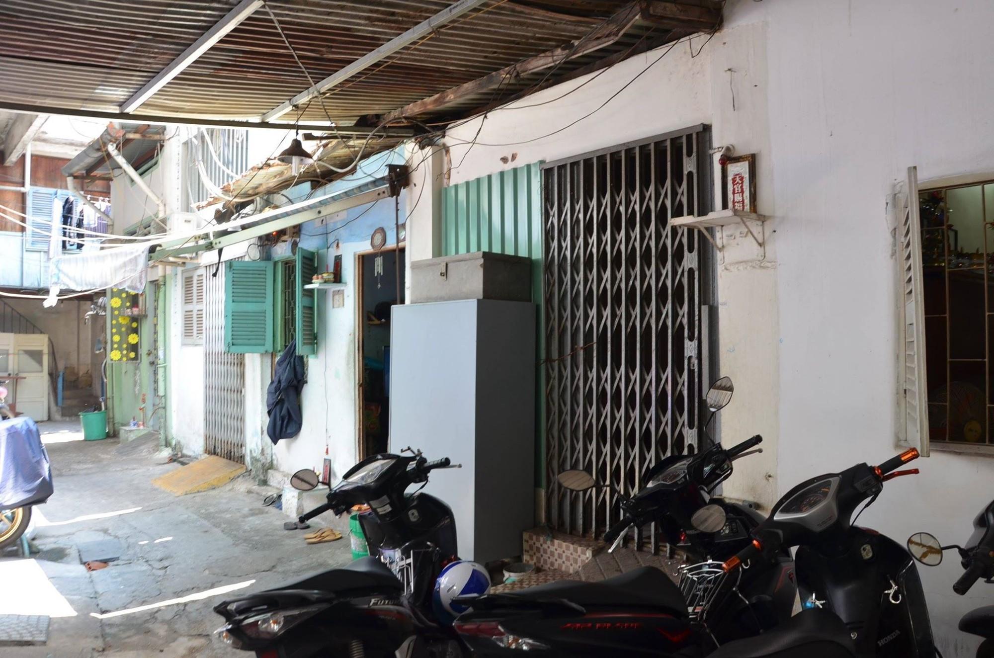 Nhóm người lạ đánh đập 2 cụ bà trọng thương, phải nhập viện ở Sài Gòn - Ảnh 1.