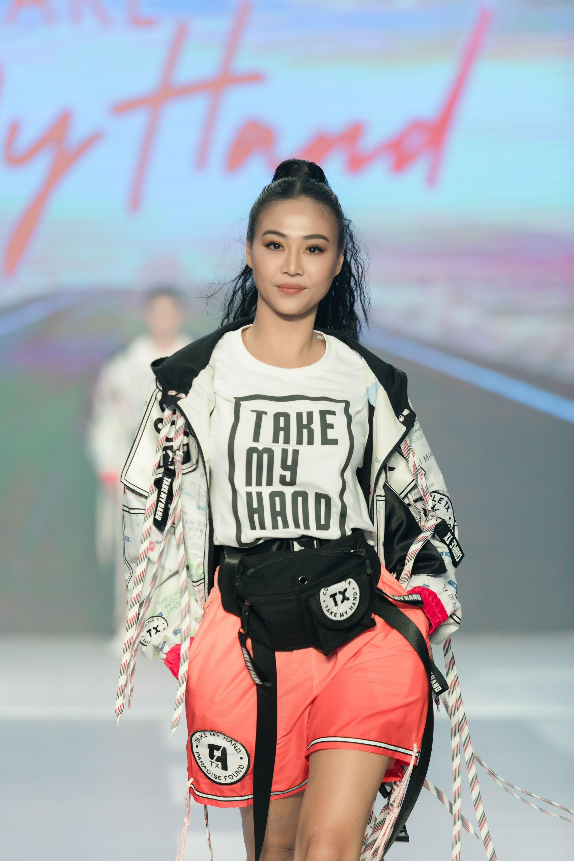 Dàn sao Việt đình đám quy tụ trong fashion show hoành tráng do Thanh Hằng làm vedette - Ảnh 15.