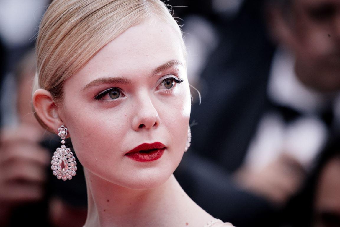 Giữa loạt mỹ nhân sexy ngồn ngộn tại Cannes 2019, có một nàng công chúa cổ tích đẹp nao lòng bước ra đời thực - Ảnh 12.