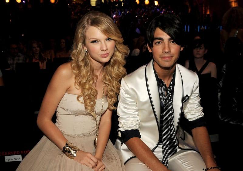 Taylor Swift bị ném đá không trượt phát nào khi nhắc lại cuộc gọi chia tay 27 giây của Joe Jonas - Ảnh 3.