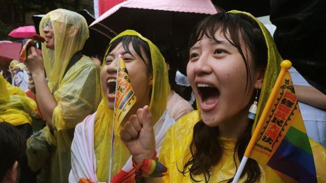 Đài Loan trở thành nơi đầu tiên tại Châu Á hợp pháp hoá hôn nhân đồng giới - Ảnh 1.