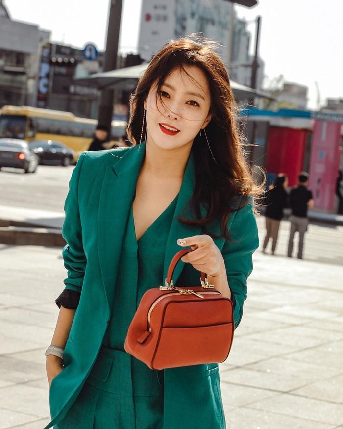 Có một nữ minh tinh 42 tuổi vẫn được Dispatch tung hô là quốc bảo nhan sắc, Song Hye Kyo và mợ chảnh phải kiêng dè - Ảnh 1.