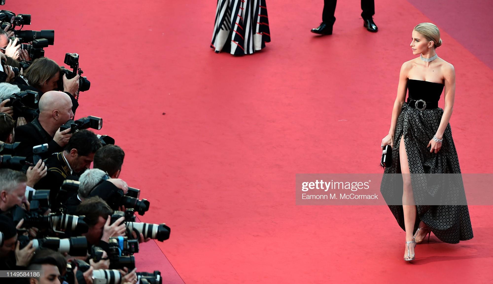 Thảm đỏ Cannes ngày 3: HLV The Face Thái Lan bất ngờ vùng lên chặt chém Bella Hadid cùng dàn mỹ nhân váy xẻ - Ảnh 30.