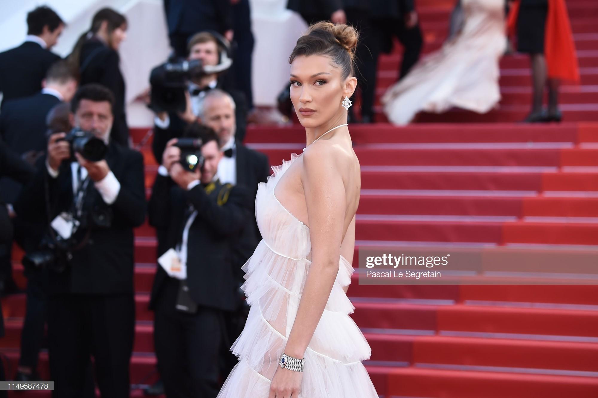Thảm đỏ Cannes ngày 3: HLV The Face Thái Lan bất ngờ vùng lên chặt chém Bella Hadid cùng dàn mỹ nhân váy xẻ - Ảnh 2.