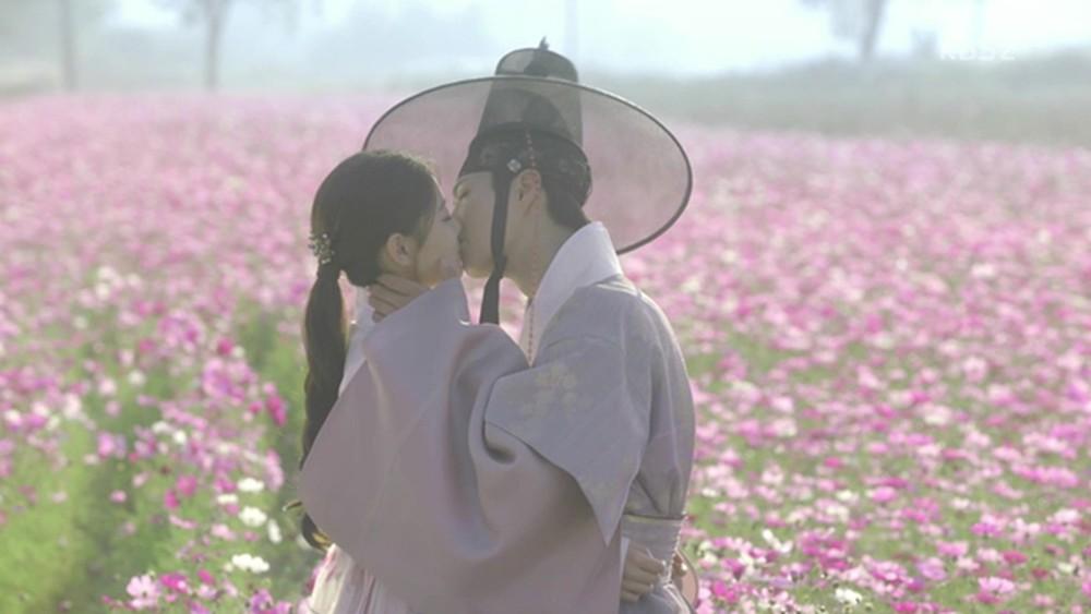 9 phim châu Á có cảnh nóng chưa đủ tuổi gây tranh cãi: Lưu Diệc Phi mới 16 tuổi, sao nhí Kim So Hyun chỉ vừa 13 - Ảnh 23.