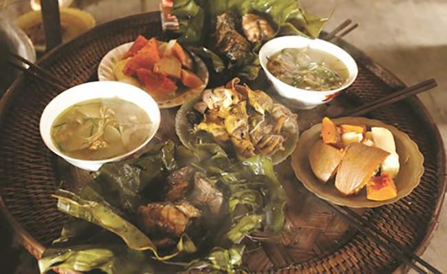 Kì lạ món canh nấu từ 3 loại thịt nghe là thấy sợ của đồng bào Sơn La - Ảnh 1.