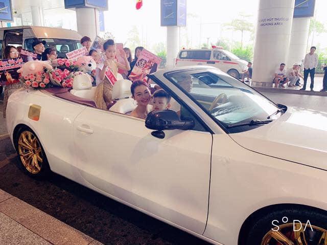 Hoa hậu hoàn vũ nhí 2019 được đón bằng xe sang dát vàng khi trở về Việt Nam - Ảnh 1.