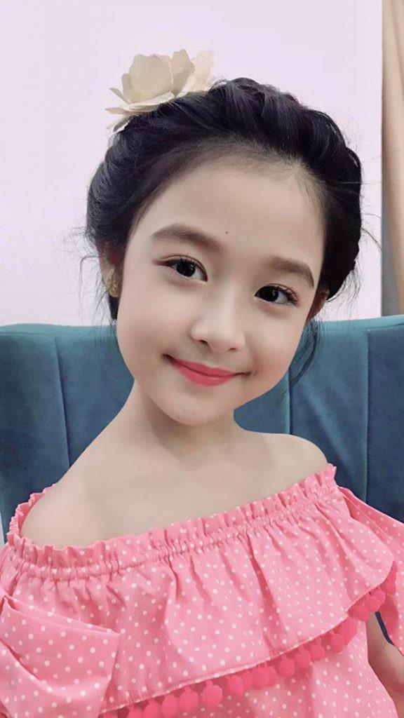 3 mỹ nhân nhí đang hot nhất Vbiz: Bản sao Phạm Hương đóng cảnh nóng năm 13 tuổi đến Hoa hậu Hoàn vũ khi chỉ vừa lên 7 - Ảnh 18.