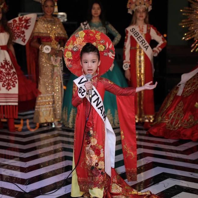 Hoa hậu hoàn vũ nhí 2019 được đón bằng xe sang dát vàng khi trở về Việt Nam - Ảnh 4.