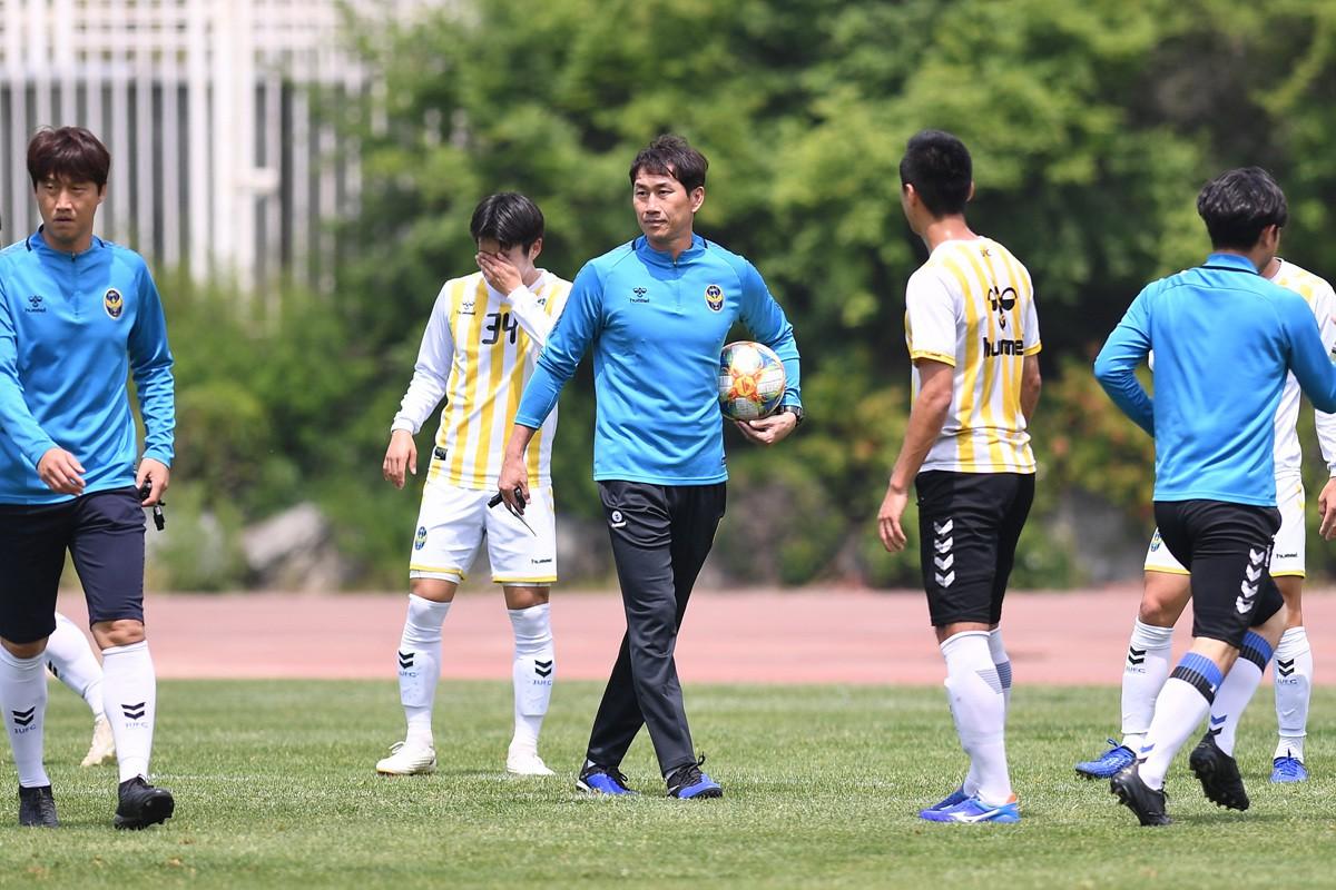 Tân HLV Incheon United cấm tiệt bóng dài, Công Phượng có mừng thầm? - Ảnh 2.