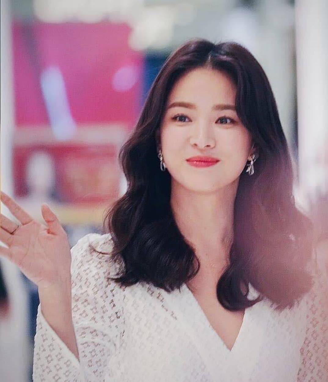 Sao Hàn da đẹp mỹ mãn một phần nhờ rửa mặt đúng cách, trong đó da mụn đặc biệt được khuyên áp dụng cách đầu tiên - Ảnh 4.