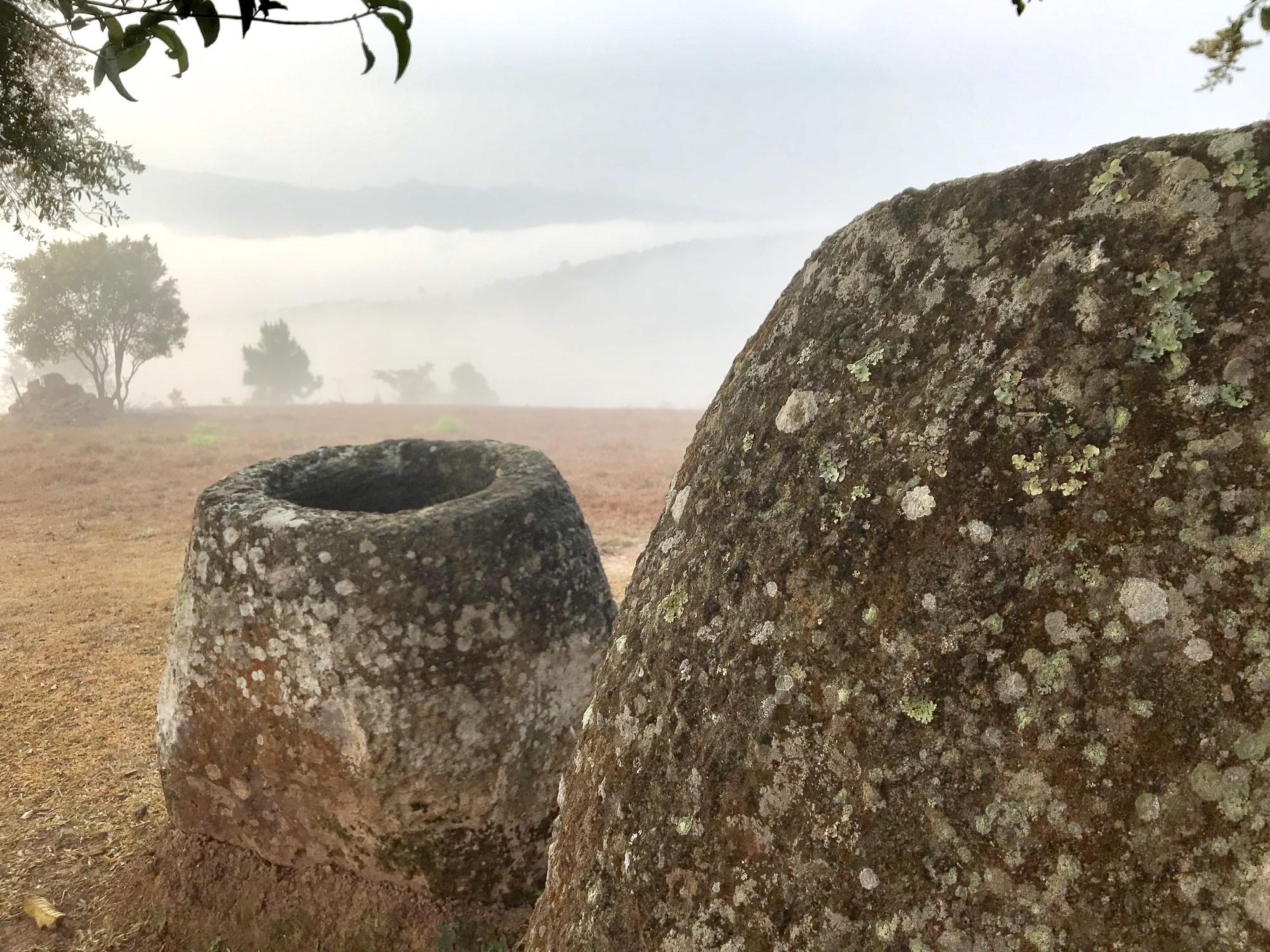 Bí ẩn hàng trăm chiếc chum đá của người chết được tìm thấy tại Lào: 2000 năm chưa có lời giải - Ảnh 3.