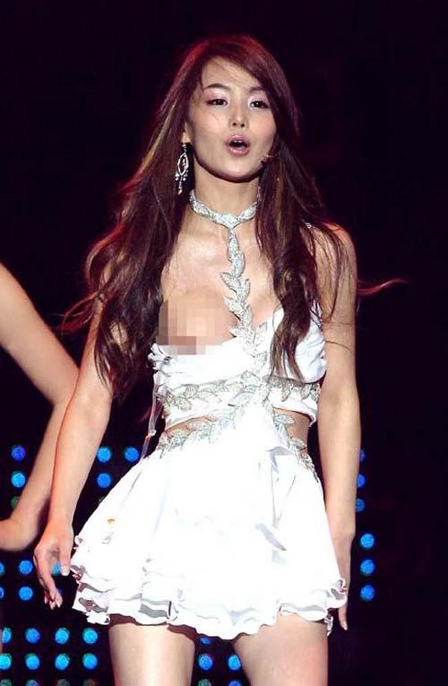 Những màn lộ hàng của sao Hàn khiến fan cũng phải xấu hổ thay: Hyuna là thánh hớ hênh nhưng chưa sốc bằng số 2 - Ảnh 5.