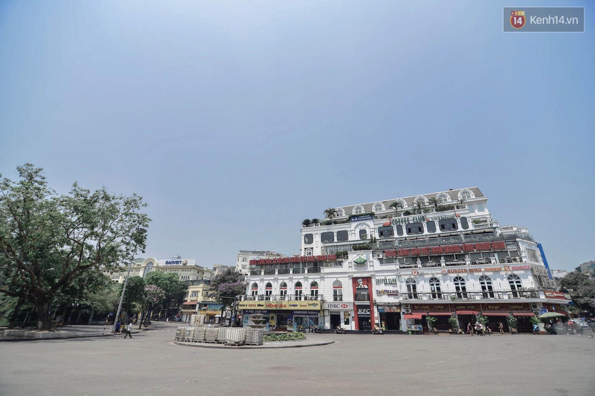 """Mùng 1 Tết có là gì vì đường sá Hà Nội ngày nóng như """"đổ lửa"""" còn vắng hơn nhiều - Ảnh 20."""