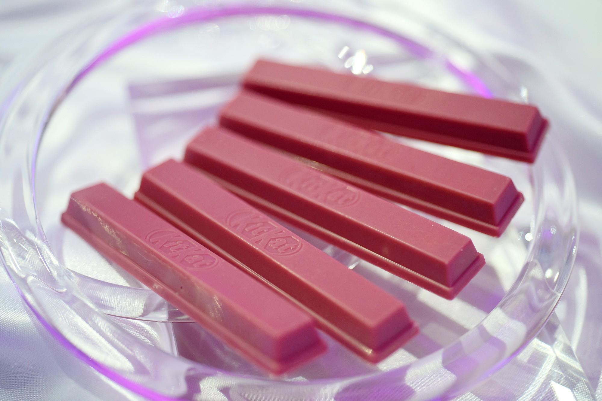 Nhật Bản quả không hổ là thánh địa Kit Kat, đến cả vị đá quý như ruby hồng ngọc cũng có - Ảnh 3.