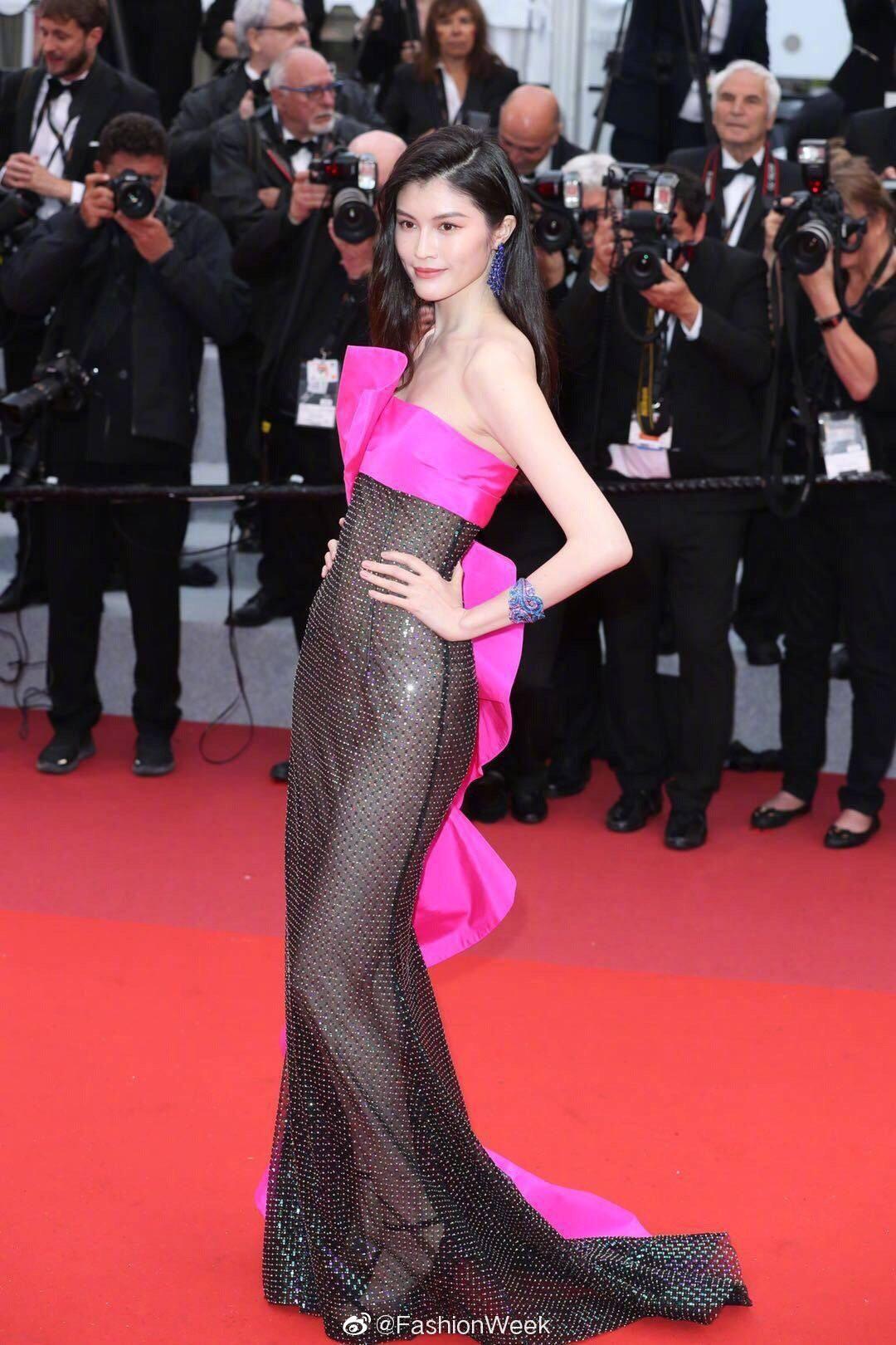 Kendall Jenner, Bella Hadid hay hotgirl Hoa ngữ từng gây sốc vì mặc như không, nhưng vẫn phải chào thua Ngọc Trinh! - Ảnh 19.