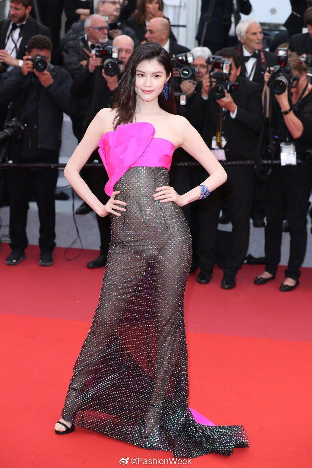 Kendall Jenner, Bella Hadid hay hotgirl Hoa ngữ từng gây sốc vì mặc như không, nhưng vẫn phải chào thua Ngọc Trinh! - Ảnh 18.