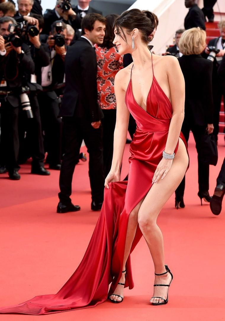Kendall Jenner, Bella Hadid hay hotgirl Hoa ngữ từng gây sốc vì mặc như không, nhưng vẫn phải chào thua Ngọc Trinh! - Ảnh 6.