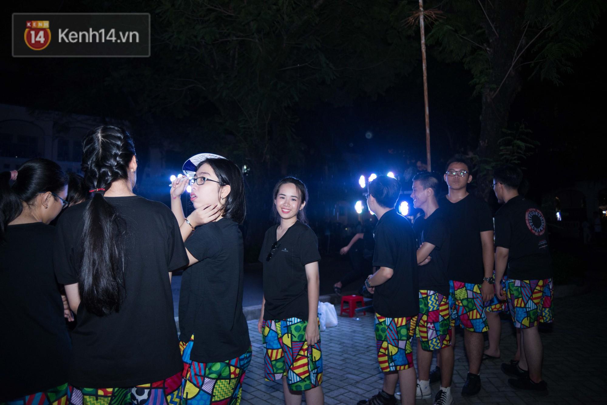 Đêm ra trường chuyên Lê Hồng Phong: Còn hơn những giọt nước mắt chính là cùng cười, cùng vui bên nhau đêm cuối - Ảnh 7.