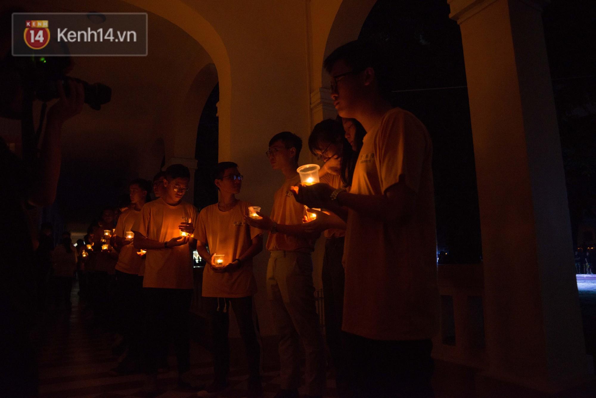 Đêm ra trường chuyên Lê Hồng Phong: Còn hơn những giọt nước mắt chính là cùng cười, cùng vui bên nhau đêm cuối - Ảnh 9.