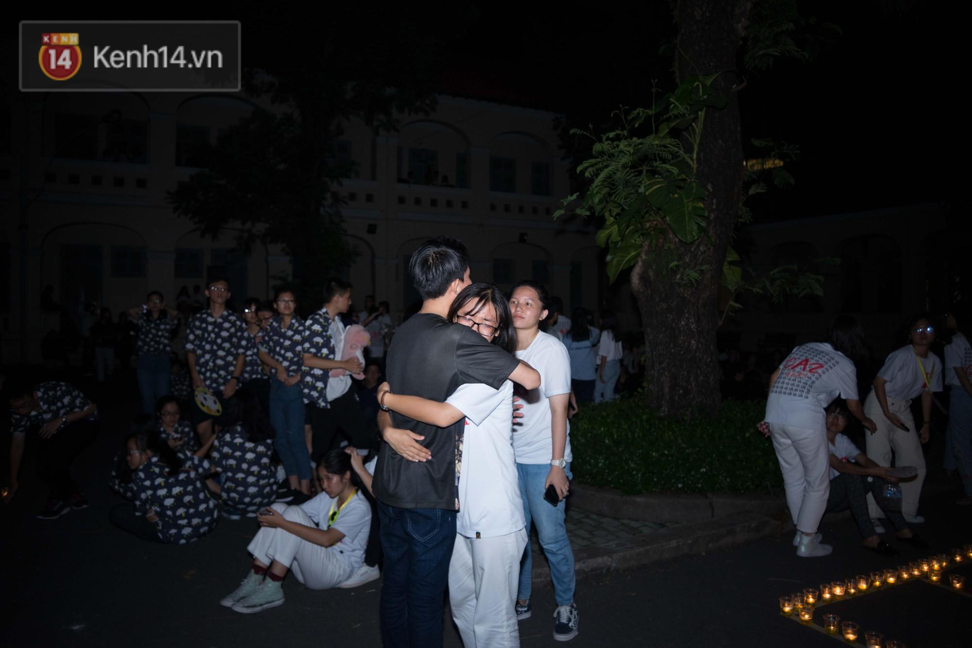 Đêm ra trường chuyên Lê Hồng Phong: Còn hơn những giọt nước mắt chính là cùng cười, cùng vui bên nhau đêm cuối - Ảnh 11.