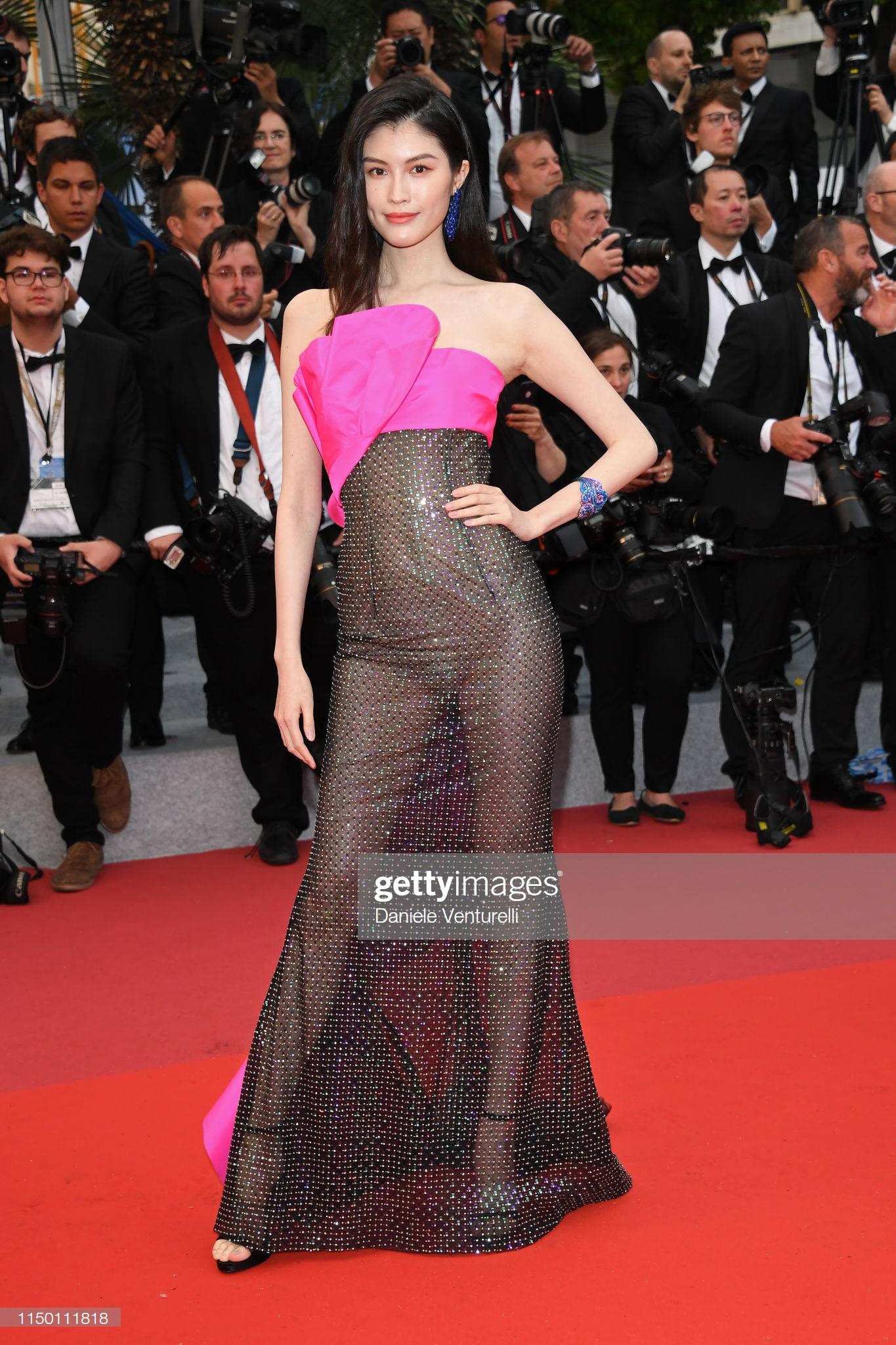 Thảm đỏ Cannes nhường spotlight cho Nick Jonas cung phụng Hoa hậu, Sui He gây sốc như không mặc gì - Ảnh 13.