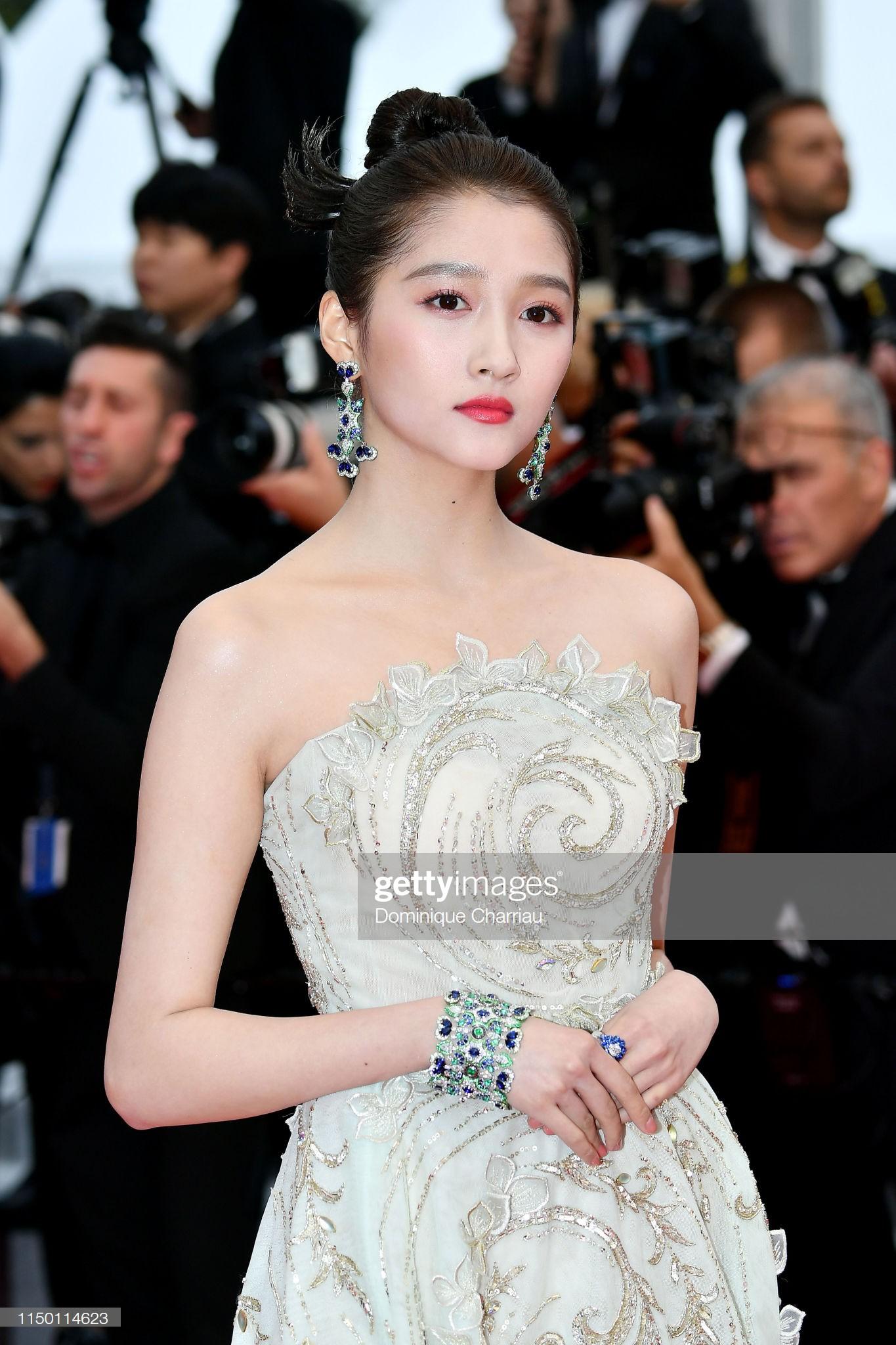Thảm đỏ Cannes nhường spotlight cho Nick Jonas cung phụng Hoa hậu, Sui He gây sốc như không mặc gì - Ảnh 19.