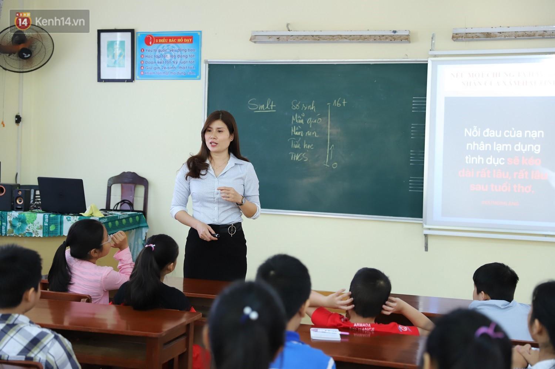 Chuyện của má Loan - Cô hiệu phó mở lớp dạy chống xâm hại tình dục miễn phí vào mỗi sáng Chủ nhật ở Đà Nẵng - Ảnh 1.
