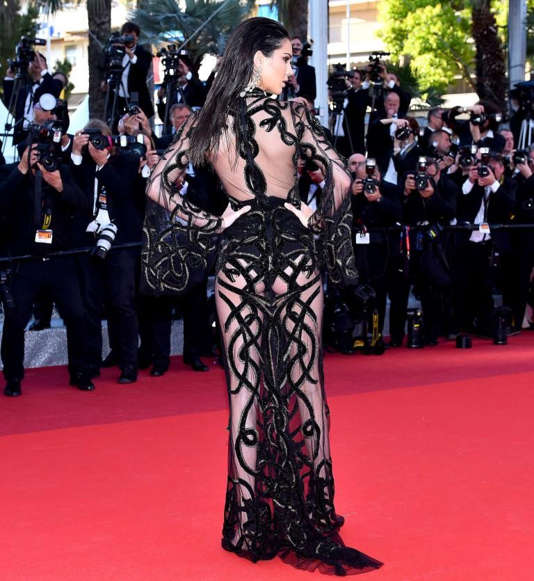 Kendall Jenner, Bella Hadid hay hotgirl Hoa ngữ từng gây sốc vì mặc như không, nhưng vẫn phải chào thua Ngọc Trinh! - Ảnh 5.