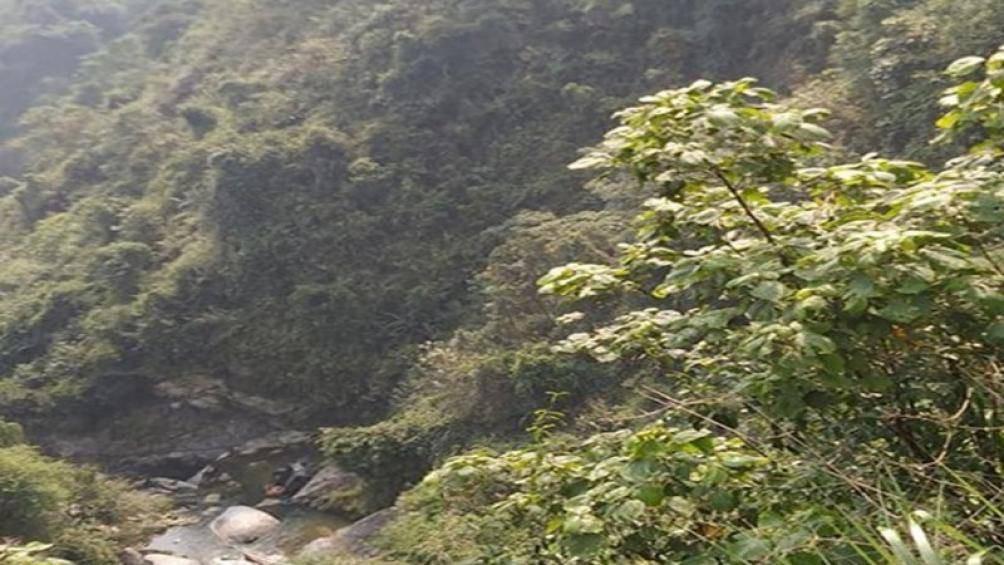 Xe tải lao vực sâu ở Hà Giang, 1 người chết, 2 người bị thương - Ảnh 2.