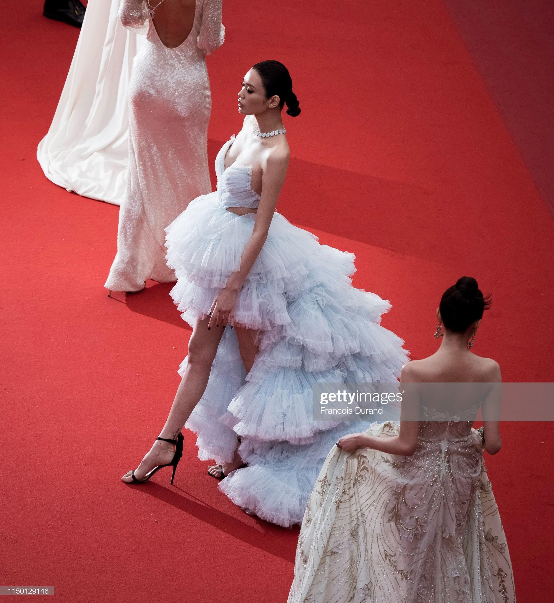 2 thái cực của 2 chân dài Victorias Secret Trung Quốc tại Cannes: Ming Xi như công chúa, Sui He phô phang đến bức người - Ảnh 4.