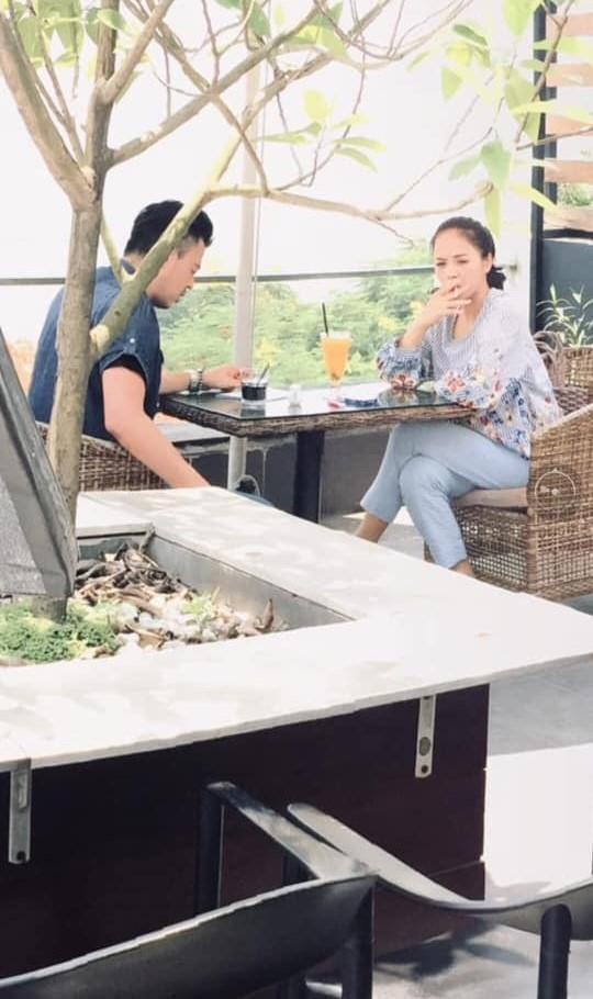 Lộ ảnh Thu Quỳnh phì phèo điếu thuốc cạnh Tuấn Tú, My Sói sắp nhập chị Huệ (Về Nhà Đi Con) thật rồi! - Ảnh 1.