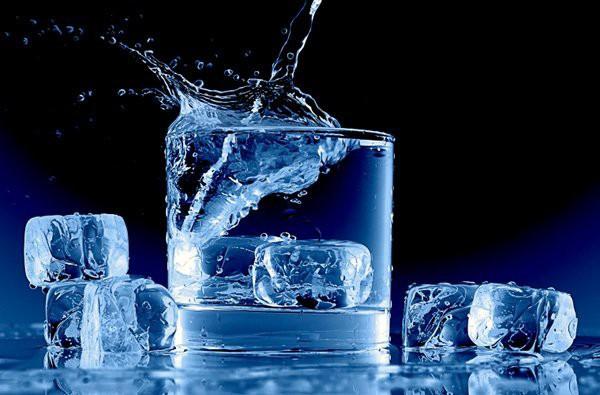 Tránh để cơ thể mất nước vào mùa nắng nóng bằng những tuyệt chiêu ai cũng có thể áp dụng - Ảnh 3.