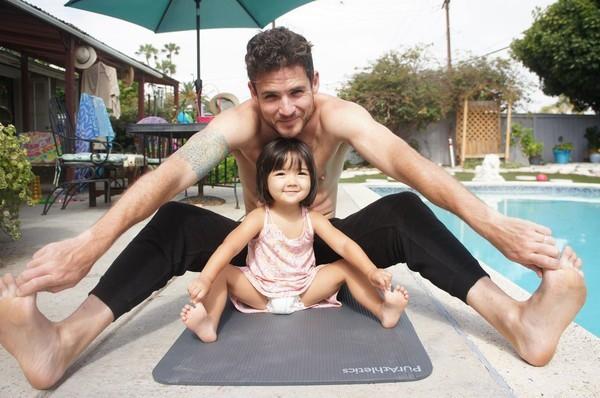 Ông bố xăm chi chít trên chân trái, nhìn kỹ mới thấy đây chính là cách anh thể hiện tình yêu thương dành cho con gái rượu - Ảnh 5.