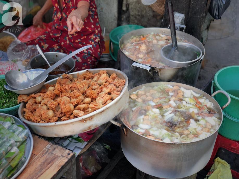 Quán ăn nhỏ hơn 40 năm tuổi góp phần làm nên văn hóa ẩm thực hẻm Sài Gòn: 7 ngày bán 7 món khác nhau, tuyệt hảo nhất chính là món chay - Ảnh 8.